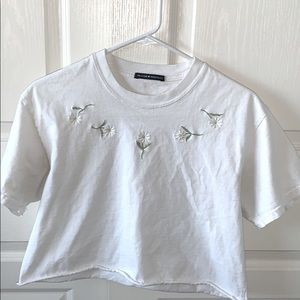 CUTE WHITE BRANDY MELVILLE SHIRT!